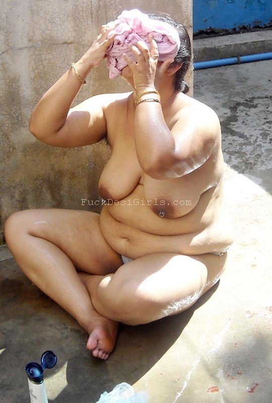 Bathing hot desi aunty
