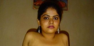 Tamil Bhabhi Clicking Big Boobs Snapchat Selfies for Lover
