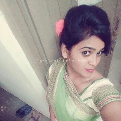 Pretty Orissa teenage gf showing boobs to bf